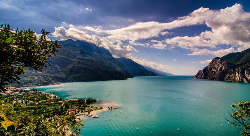 Lake%20Garda%20%E2%80%93%20the%20Largest%20Stunning%20Lake%20in%20Italy - 5 Danau Menakjubkan yang Terdapat di Kawasan Italia